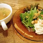 零 - スープとサラダ。煮込みハンバーグと十五穀飯にセット