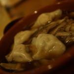 ツキノワ料理店 - 水餃子のスパイス煮込み