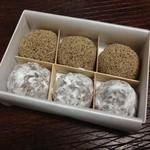 本家小嶋 - 芥子餅とニッキを3個ずつ。