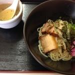 麺食堂とまと - 麺食道 とまと 汁なしラーメンには箸休めのスープが付いてます