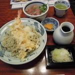 神田 本陣房 - ランチのまぐろ丼と大海老天ぷらそば