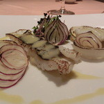 ミチノ・ル・トゥールビヨン - 鱧のロックフォールソース(正確にはフラムダンベールです)と浸透圧を利用した加熱の甘い玉ねぎ