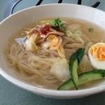 元祖 平壌冷麺屋 - 料理写真:冷麺小650円です
