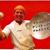 チャオルア - チャオルアの料理人、ダムさんです。いつも元気!