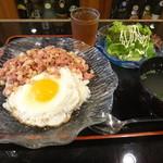 南風 どなん - コンビーフ目玉丼