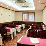 京華樓 - 2階には円卓とテーブル席がございます。