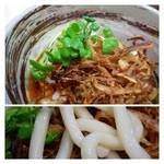 博多ごろうどん - うどんの上には「揚げた玉ねぎ」がタップリ。これが香ばしくて美味しいのです。  うどんは博多らしい「やわ麺」です。