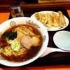 中華料理・無臭ぎょうざ パクちゃん - 料理写真:Bセット800円( 正油ラーメン+ぎょうざ5個 )