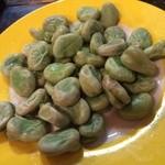 地球屋にんげん亭 - 山盛りの空豆 ¥300