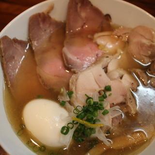 町田汁場 しおらーめん進化 - 料理写真:鯵煮干そば 全部入り