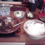 あぶくま亭 - ゆで豚の四川風サラダ、和牛黒煮込み850円也