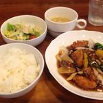 マジックス・キッチン - ★ランチ★ 鶏肉と野菜の甘酢 バルサミコ風味+ご飯+スープ ドリンクorデザート