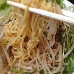 順順餃子房 - 冷やし担々まぜ麺:麺リフト  麺はもう少し特徴が欲しいところ。