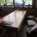 レストラン 最高地点 - 一枚板の大きなテーブル
