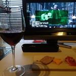 ヴァージン フラミンゴ - ちょい呑みセット:グラスワイン赤と前菜盛り合わせ