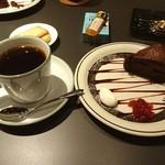 コーヒー フラジャイル - ケーキセット800円(^^) ガトーショコラとエチオピアモカをチョイス(^^) なかなか雰囲気よし