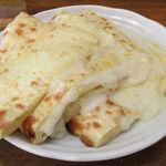 POKHARA - 以前は4枚切りだったチーズナンは8枚切りになってます。(判りづらいかな?)