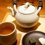 祇園NITI - あたたかい焙じ茶(600円)