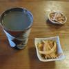 忠次郎蔵そば店 - 料理写真:焼酎蕎麦湯割り250円と無料のお通し