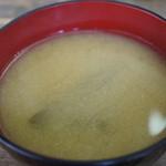 さかえや - 丼ぶりの味噌汁、具は茄子、嬉し~!
