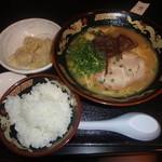 とんこつラーメン 拉餃びー - とんこつラーメン(茹で餃子(4コ)ライス)