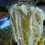 かほラーメン嘉隈 - 麺はちぢれ麺ですが、細い部類に入るか・・・・