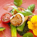 Restaurant AKIOKA - ホタテと三石産グリーンアスパラのホットサラダ