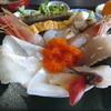 立石 - 料理写真:ネタが溢れんばかりの「海鮮丼」です。