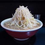 ラーメン - 豚入りラーメン(大盛り、カタメ、野菜マシ)