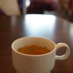 ドットカフェ - オニオンたっぷりの、とても美味しいコンソメスープです、ほんとにたーっぷり!