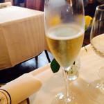 横濱元町 霧笛楼 - まずはシャンパンで乾杯♪ 2014.7