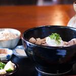 手打ちうどん 風舞 - ぶっかけ(いのしし)+かやくご飯