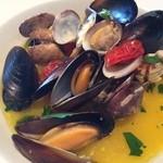 29436119 - ムール貝とアサリのオイル蒸し