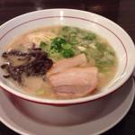 麺ダイニング 福 - 白ラーメンは550円で替え玉無料