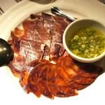 29459678 - イベリコ豚のサラミと生ハム、モーリョ・ヴェルデ添え