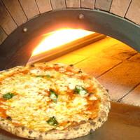 石釜で焼き上げるモチモチのマルゲリータ 1200円