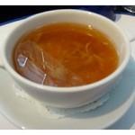 華都飯店 - 自家製豆腐とフカヒレ入りスープ