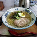 食事処 アカギ - 料理写真:塩ラーメン(700円)