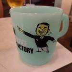 VIZZ - お冷のカップはアメリカンなプラもので
