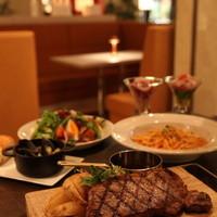 NYスタイルの空間、サービス、お料理をお楽しみください。