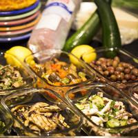 見て選べる小皿前菜!好きなものを盛り合わせにできます。