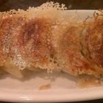鴻福餃子王 - 豚肉と野菜焼餃子(380円)