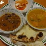 フンザレストラン - アチャール、ダルカレー、野菜カレー、ナン