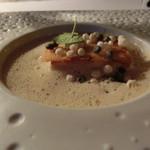 Flocons de Sel - やはりジェネバ湖から~さくっとしているけどふわふわなアンコウ(Monkfish)ヴァンブランソースをベースにした酸味にオキザリスの香り