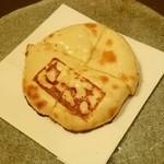 想いの木 - しあわせ薫るチーズナン プロボローネの薫り(980円)