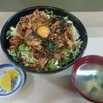 けやき食堂 - けやき食堂@運河 けやき丼 特盛とセットの味噌汁と漬物