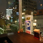 代官山パンケーキカフェClover's - 窓際席からの夜景