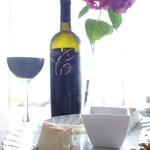 ココモ - チーズの盛り合わせとアルゼンチンの赤ワイン