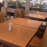 カフェコムサ - テーブル