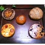 29753824 - 上左、ハード、プチあんパン、くるみ、下左、キッシュ、焼き菓子